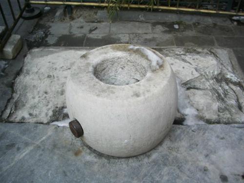 Ngày nay, du khách có thể tham quan giếng Trân phi trong sân nhỏ, nằm ở man phía đông bắc Tử Cấm Thành.