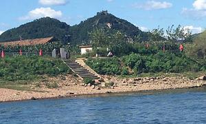Kỷ niệm thót tim của khách Tây khi du lịch Triều Tiên 'chui'