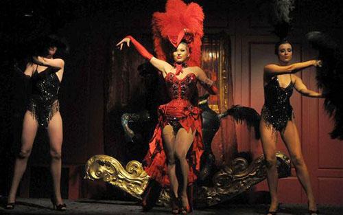 burlesque-gioi-han-cao-nhat-cua-nhung-co-nang-mua-thoat-y-1