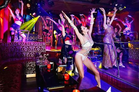 burlesque-gioi-han-cao-nhat-cua-nhung-co-nang-mua-thoat-y-5