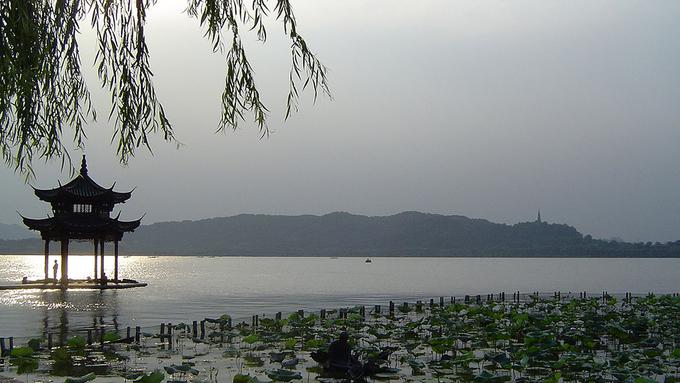 Vẻ đẹp của 10 hồ nước tự nhiên trên thế giới