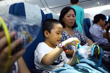 vietnam-airlines-tang-qua-trung-thu-cho-hanh-khach-4