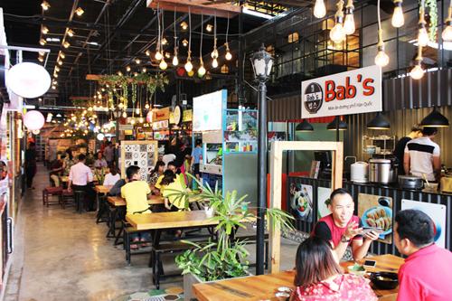 cho-m-thuc-phong-cach-singapore-o-sai-gon-2