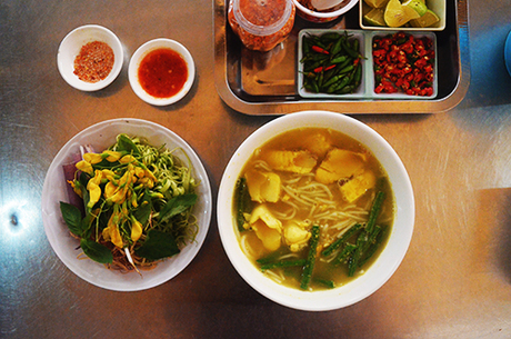 Tô bún num bò chóc có vị lạ miệng hấp dẫn nhiều thực khách ở Sài Gòn. Ảnh: Phong Vinh