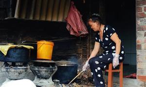 Người phụ nữ nấu rượu Bầu Đá gần nửa thế kỷ ở Bình Định