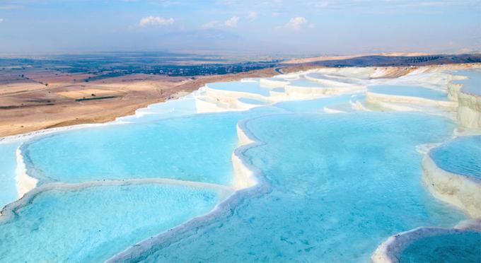 Bể bơi bậc thang ở kỳ quan thiên nhiên đẹp nhất thế giới