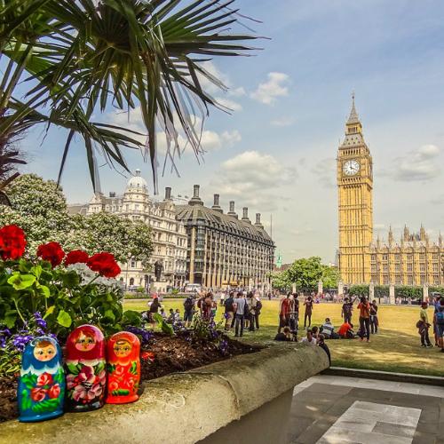 Những địa điểm đầu tiên mà Janna ghé thăm là Vương quốc Anh, sau đó là Pháp, Monaco và Đức, Mỹ, Canada.