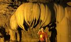 Thạch nhũ hình hoa sen úp ngược trong động đẹp nhất Cao Bằng