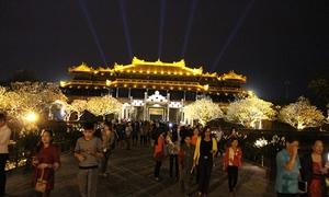 Huế dừng đón khách tham quan Đại Nội về đêm