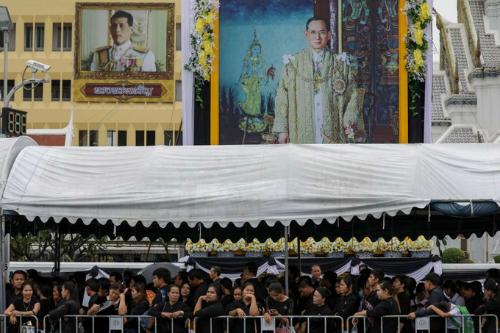 Khoảng 250.000 người sẽ tham dự lễ tang. Ngày hỏa táng cố vương vào 26/10 trở thành một ngày lễ của Thái Lan.