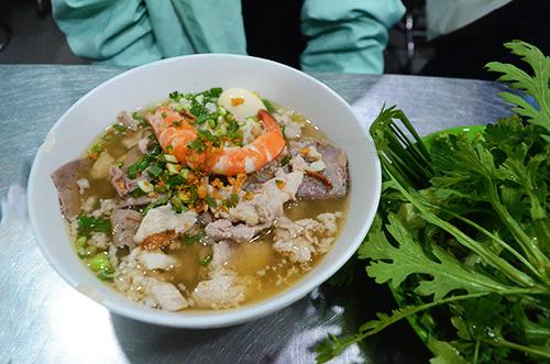 Tô hủ tiếu Nam Vang dù nước hay khô đều có giá 35.000 đồng. Ảnh: Phong Vinh