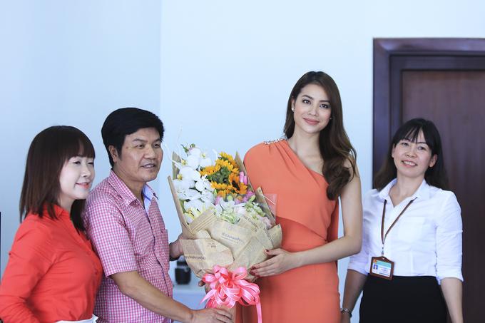 Hoa hậu Phạm Hương quảng bá du lịch Đà Nẵng trước APEC