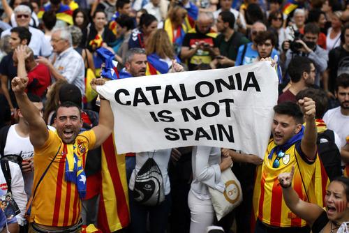 barcelona-co-con-an-toan-voi-du-khach-khi-catalonia-tuyen-bo-doc-lap