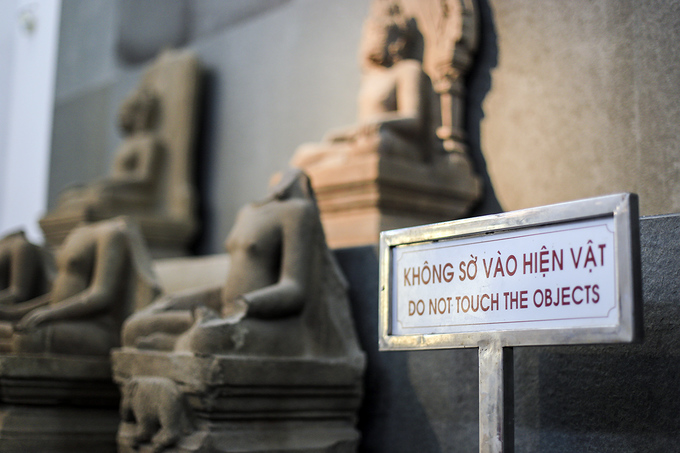 Phu nhân APEC chiêm ngưỡng bảo vật quốc gia ở Đà Nẵng
