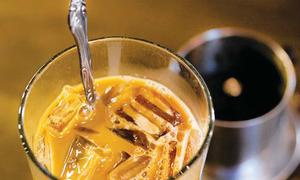 Lần đầu thử cà phê Việt, người trẻ Mỹ thốt lên