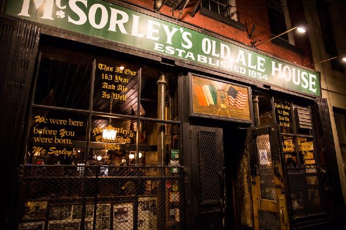 Bên trong quán bar còn giữ xương gà lính Mỹ ăn từ Thế chiến I