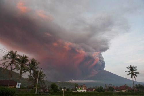 Indonesia cảnh báo núi lửa Agung đang diễn biến phức tạp. Ảnh: ABC.