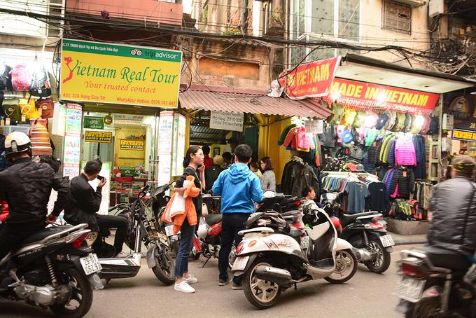 Mở cửa lại, quán bánh trôi tàu Phạm Bằng nấu không kịp bán