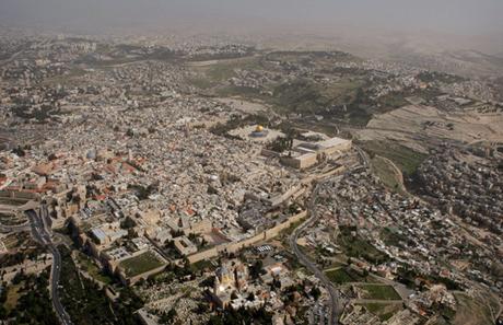 ba-dieu-bat-di-bat-dich-nen-nho-khi-den-dat-thieng-jerusalem-1