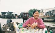 Ly cà phê 10.000 đồng trong nắng sớm ở chợ nổi Cái Răng