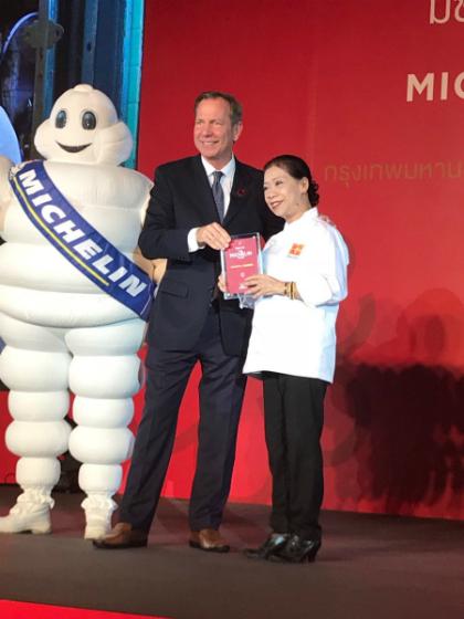 Auntie Fai nhận danh hiệu một sao Michelin vào ngày 6/12. Ảnh: twitter.