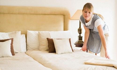 Phép thử lật tẩy độ sạch sẽ của giường ngủ trong khách sạn Du Lịch