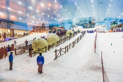 Khu trượt tuyết trong nhà ở Dubai. Ảnh:Pinterest.