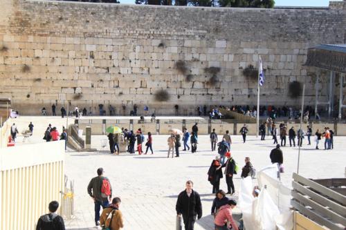 Gần Bức tường than khóc là nhà thờ mộ chúa Holy Seplucher. Người Do thái tin rằng đây là nơi an táng Đức chúa Jesus, nơi người đã ngã xuống sau khi vác thánh giá qua 14 chặng đường. Ảnh: Đoàn Loan.