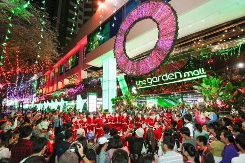 Dàn Ông già Noel nhảy flashmob đại náo The Garden Mall - 9