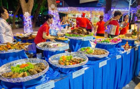 Thưởng thức không gian ẩm thực đặc sắc trong dịp năm mới 2018 tại CVVH Đầm Sen.