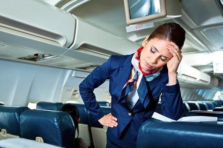 Tiếp viên hàng không cũng chịu nhiều áp lực và chủ yếu đến từ hành khách. Ảnh: yahoo.
