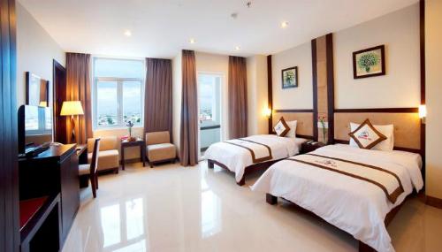 Khách có thể tra cứu giá của từng hạng phòng khách sạn.