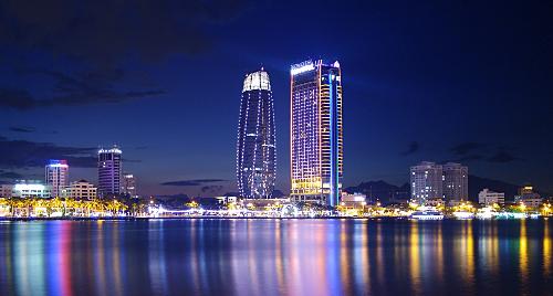 So với các khu vực láng giềng, Đà Nẵng không thua kém cảnh sắc nhưng lượng khách du lịch lại khiêm tốn hơn.