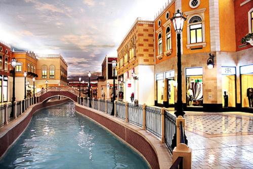 Doha, cũng là một thiên đường mua sắm với những mặt hàng miễn thuế đa dạng trong các trung tâm thương mại.