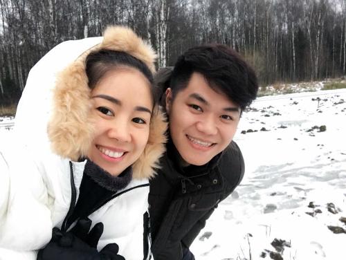 Tranh thủ chuyến lưu diễn Nga dịp đầu năm, vợ chồng diễn viên Lê Phương tranh thủ khám phá thủ đô Moscow. Trước ngày diễn họ đã ghé phố cổ Arbat, sau đó thích thú khi được ngắm khung cảnh tuyết trắng