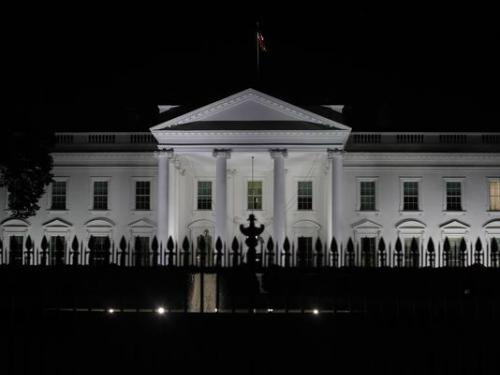 Chứng kiến những sự kiện làm thay đổi thế giới, Nhà Trắng là điểm đến được nhiều người ao ước ghé thăm. Tuy vậy, bên trong toà nhà quyền lực ấy lại ẩn chứa những điều đáng sợ. Thậm chí Tổng thống thứ 33 của Mỹ, Harry Truman, từng viết thư gửi cho vợ rằng tòa nhà đáng nguyền rủa này chắc chắn bị ma ám.Danh sách dưới đây sẽ chỉ ra những nơi được cho là đáng sợ nhất trong Nhà Trắng.Ảnh: USA Today.
