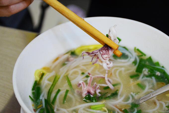 Hủ tiếu mực đổi vị cho người mê món sợi ở Sài Gòn