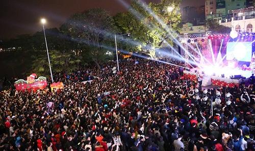 Thời gian gần đây, tại quảng trường Đông Kinh Nghĩa Thục, hồ Hoàn Kiếm, diễn ra một sự kiện âm nhạc mang tên Phố Concert. Những màn trình diễn đặc sắcđã đón nhận được sự ủng hộ rất lớn từngười dân và du kháchtại thủ đô. Đây là chuỗi sự kiện âm nhạc phục vụ cộng đồng do công ty CP C.E.S Media tổ chức, và được đồng hành tài trợ bởi Tổng Công ty CP Bia rượu nước giải khát Sài Gòn.