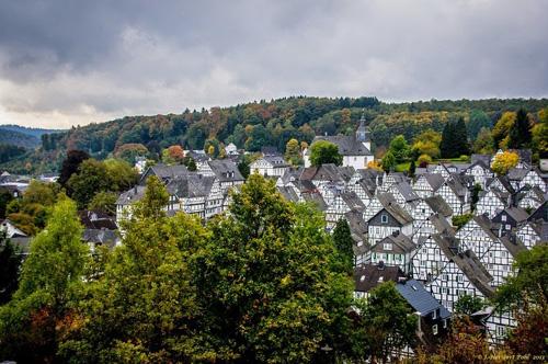 Freudenberg là một trong những thị trấn cổ nổi tiếng và thú vị nhất nước Đức, nằm ở miền nam Westphalia, thuộc quận Siegen-Wittgenstein, bắc Rhine-Westphalia.