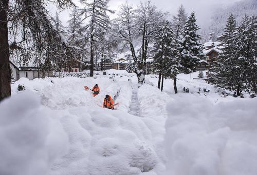 Có những nơi tuyết rơi dày hơn 2,7 m.
