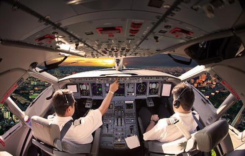 Một khi đã cố tình trêu, không ít phi công đã khiến hành khách đứng tim. Ảnh: Shutterstock.
