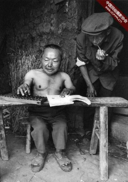 Nhiều nhà khoa học đã tiến hành khám sức khoẻ cho những người lùn, phân tích mẫu đất, nước và hạt giống nơi đây nhưng chưa tìm ra nguyên nhân.Ảnh:Wu Chuanming.