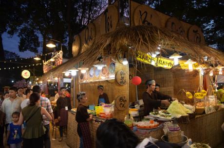 Năm 2018, Sở Du lịch TP HCM phối hợp với hiệp hội Du lịch tổ chức Liên hoan ẩm thực món ngon các nước lần thứ 12 tại Công viên Lê Văn Tám (Hai Bà Trưng, phường Đa Kao, quận 1), miễn phí hoàn toàn vé vào cổng. Liên hoan năm nay có chủ đề Hành trình ẩm thực kết nối thế giới và diễn ra từ 9h đến 22h hàng ngày từ 11-14/1. Khách tham quan sẽ có cơ hội thưởng thức ẩm thực tại 7 khu vực theo chủ đề quốc tế, Việt Nam, món ăn đường phố, khu vực đặc biệt, thương hiệu ẩm thực, khu hoạt động vui chơi giải trí, khu vực sân khấu phụ và vườn bia; cùng hơn 100 gian hàng. Đây sẽ là nơi đáp ứng những nhu cầu đa dạng của các thực khách từ người trẻ đến gia đình có con nhỏ; từ người ăn uống giản dị, chuộng sự tiện dụng đến những người cầu kỳ.