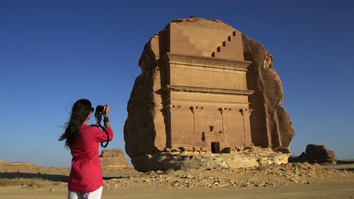 Arab Saudi cho phép khách nữ nhập cảnh không cần đi cùng đàn ông - ảnh 1