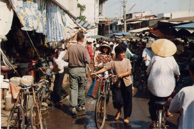 Việt Nam những năm 1990 qua ống kính của Tổng lãnh sự Canada