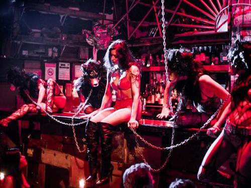 Không có đêm nào ở quán bar giống với đêm nào. Ảnh: News.