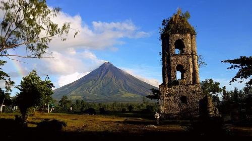 Núi lửa tại Philippines trào nham thạch, hơn 12.000 người sơ tán