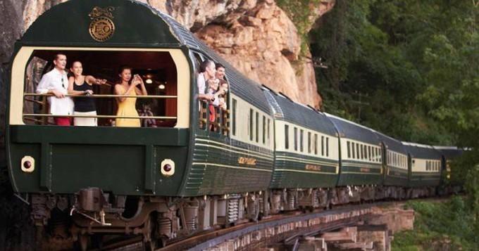 Tàu hỏa xuyên Việt vào top 10 tuyến tàu đẹp nhất châu Á 2018