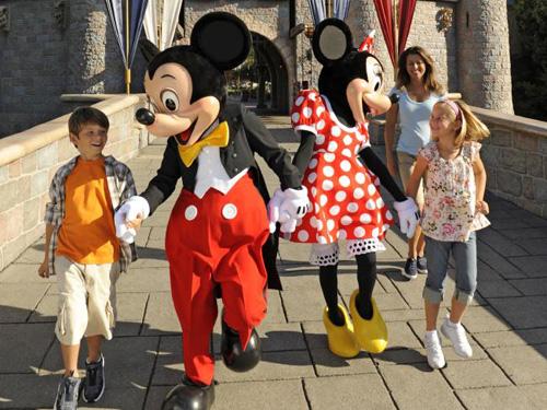 Các nhân viên ở Disney cũng từng biểu tình vì bị trả lương thấp, không đủ sống. Ảnh: News.