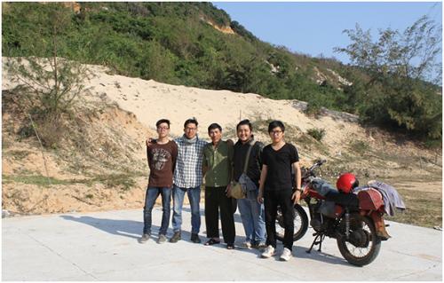 Những chàng trai đi tìm điểm đầu tiên đón bình minh ở Việt Nam